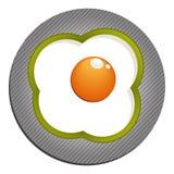 Oeufs au plat avec le paprika vert Oeufs sur le plat avec le poivre Photographie stock