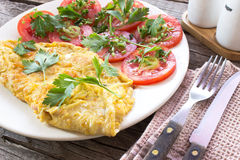 Oeufs au plat d'omelette avec des légumes Photo stock