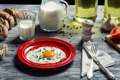 Oeufs au plat et pain pour le petit déjeuner Images libres de droits