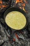 Oeufs au plat sur le feu Photo libre de droits