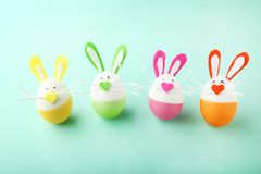 Oeufs avec des visages de lapin Photos libres de droits