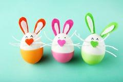 Oeufs avec des visages de lapin Image stock
