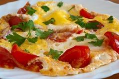Oeufs brouillés avec des tomates Images libres de droits