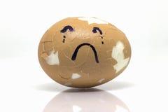 Oeufs cassés dans l'émotion triste Images stock