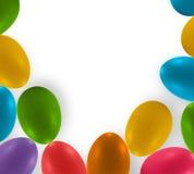Oeufs colorés de Pâques et fond blanc Photo stock