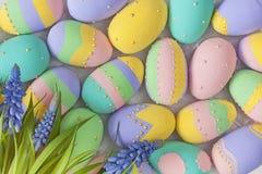 Oeufs colorés par pastel de Pâques Image libre de droits