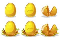 Oeufs d'or dans le nid d'oiseaux des brindilles Symbole de Pâques de vecteur Normal, endommagé et cassé illustration libre de droits