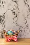 Oeufs d'or de Pâques de peinture Photos stock