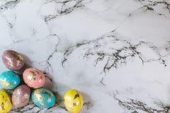 Oeufs d'or de Pâques de peinture Photos libres de droits
