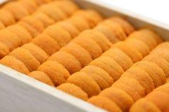 Oeufs d'oursin, sushi japonais et ingrédients de sashimi Photographie stock libre de droits
