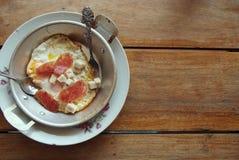 Oeufs dans une casserole 1 Photos stock