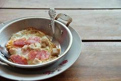 Oeufs dans une casserole 2 Photo libre de droits