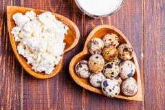 Oeufs de caille, fromage blanc, lait Photographie stock libre de droits