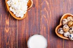 Oeufs de caille, fromage blanc, lait Image stock
