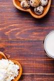 Oeufs de caille, fromage blanc, lait Photographie stock