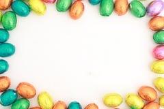 Oeufs de chocolat un bonbon traditionnel à Pâques. Photos stock