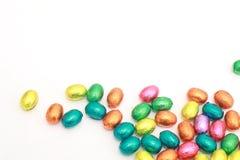 Oeufs de chocolat un bonbon traditionnel à Pâques. Photographie stock