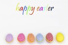 Oeufs de coloration, fond peint et bleu, vert, jaune, rouge, orange, colorée, Photographie stock libre de droits