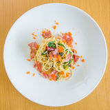 Oeufs de lard et de crevette rose de spaghetti Photographie stock