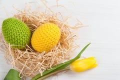 Oeufs de pâques à crochet jaunes verts Image libre de droits