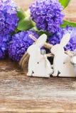 Oeufs de pâques avec la jacinthe Images stock
