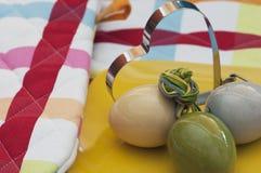 Oeufs de pâques avec le coeur de forme Photo stock
