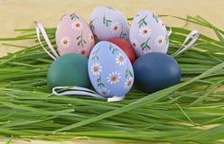 Oeufs de pâques colorés Images stock
