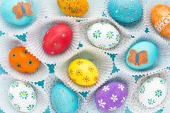 Oeufs de pâques colorés, conception d'oeuf de pâques d'amusement Image stock