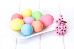 Oeufs de pâques colorés par pastel Images stock