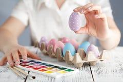 Oeufs de pâques colorés par pastel Photographie stock libre de droits