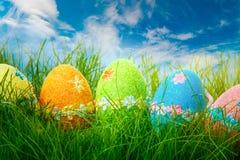 Oeufs de pâques décorés images stock