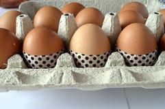 Oeufs de pâques décorés avec la bande de washi Images stock