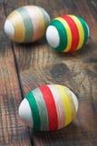 Oeufs de pâques décorés des amorçages de laine Photographie stock libre de droits