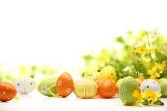 Oeufs de pâques décorés des fleurs Photo libre de droits