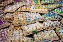 Oeufs de pâques décoratifs admirablement peints à la main Images stock