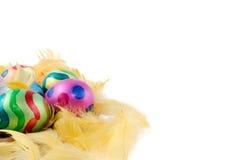 Oeufs de pâques décoratifs peints colorés Photos libres de droits