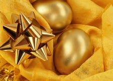 Oeufs de pâques d'or Photos stock