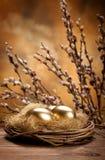 Oeufs de pâques dans l'emboîtement Photographie stock