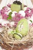 Oeufs de pâques dans la cuvette Photographie stock libre de droits