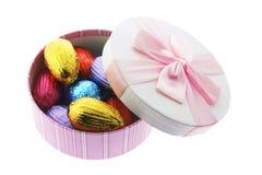 Oeufs de pâques dans le cadre de cadeau Photo libre de droits