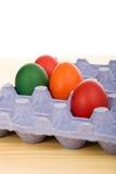 Oeufs de pâques dans le carton bleu Image libre de droits