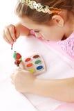 Oeufs de pâques de peinture d'enfant Photo stock