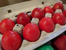 Oeufs de pâques durs rouges pour la cérémonie orthodoxe de pascha Photographie stock libre de droits