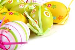 Oeufs de pâques en pastel et colorés Photographie stock