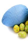 Oeufs de pâques enveloppés de chocolat de coin Images libres de droits