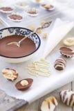 Oeufs de pâques faits maison de chocolat photos libres de droits