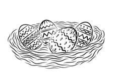 Oeufs de pâques ornementaux dans le nid image libre de droits
