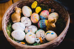Oeufs de pâques peints à la main photographie stock libre de droits