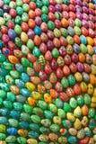 Oeufs de pâques peints à la main colorés Photographie stock libre de droits