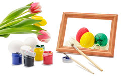 Oeufs de pâques peints avec l'encre et la brosse Photos stock